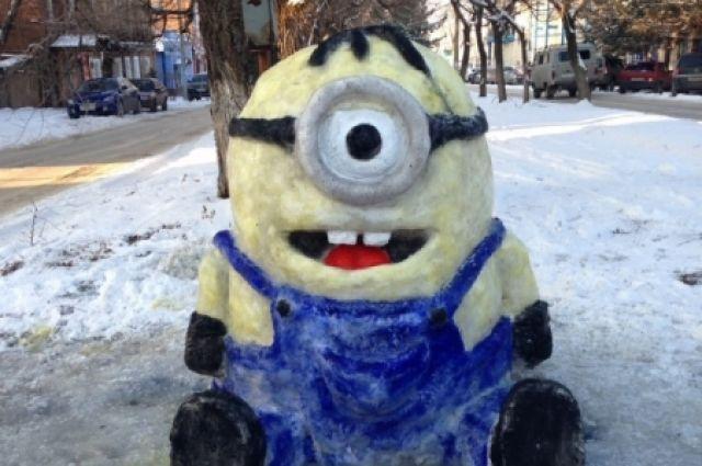 Как сделать миньонов из снега пошагово