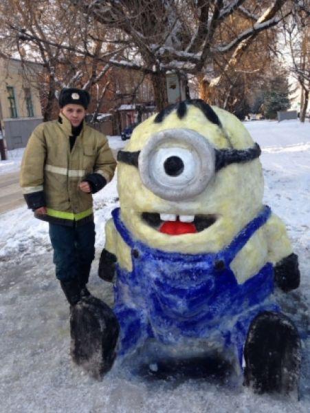 Теперь к пожарной части на улице Пушкинской подъезжают десятки машин – горожане останавливаются и фотографируются с детьми около скульптур.