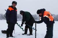 Спасатели патрулируют прибрежные зоны даже в лютый мороз.