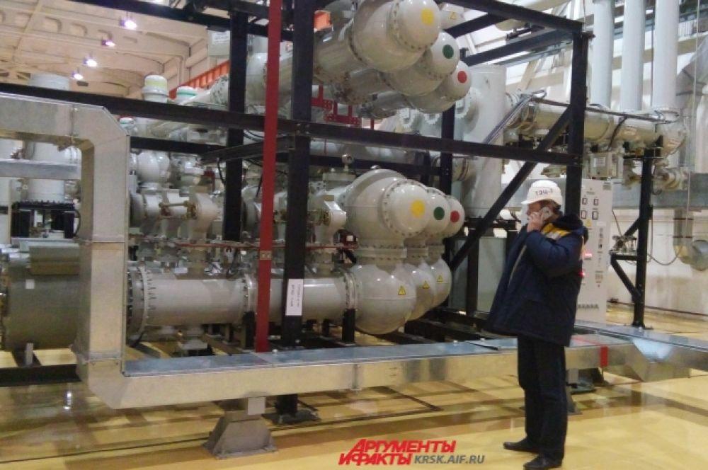 Новейшее оборудование на ТЭЦ-3, где аккумулируется энергия в 220 тысяч вольт.