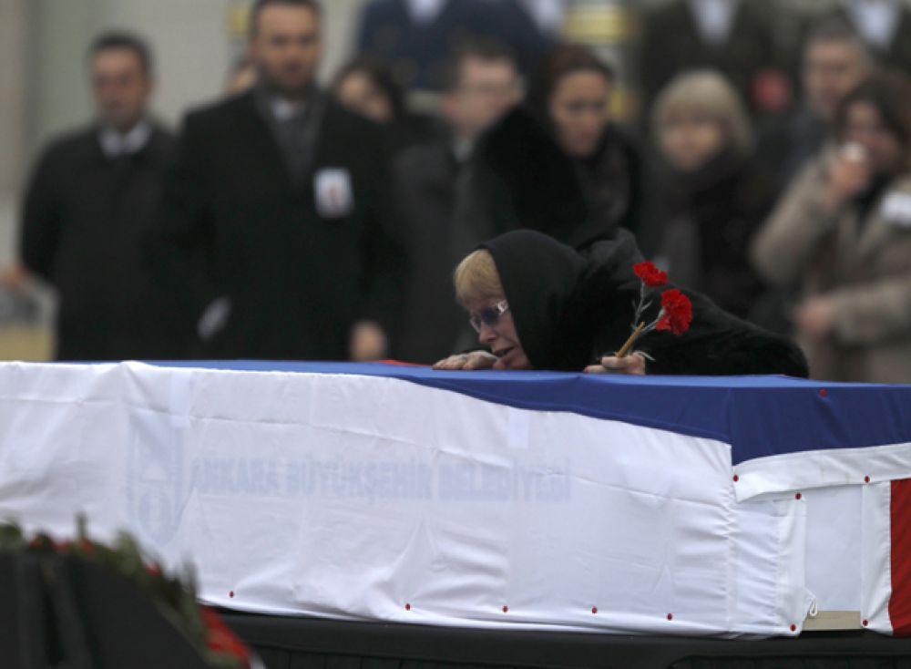 Вдова погибшего — Марина Карлова.