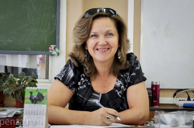 Елена Викторовна - учитель биологии высшей квалификационной категории.