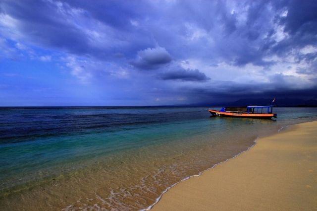 Туристов наиндонезийском острове заставили пройти «Тропой позора»