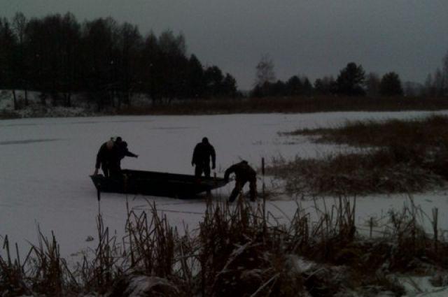 Сотрудники ГосЧС на реке