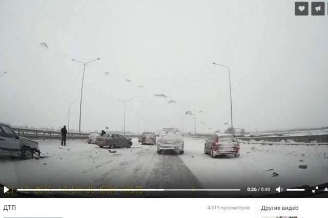Свидетели сняли навидео 9 машин, ставшие участниками ДТП вПермском районе