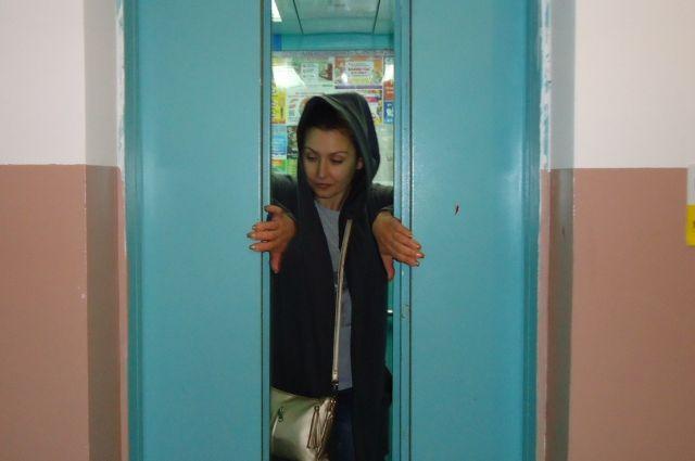 Из-за конфликта подрядных организаций красноярцы остались без лифтов.