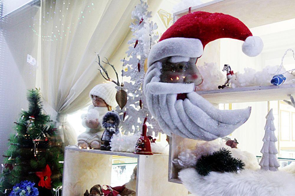 Дед Мороз в одном из новосибирских магазинов желает всем счастливого Нового года!