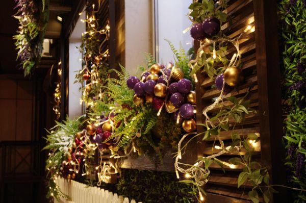 Новогодние декорации на одном из магазинов города