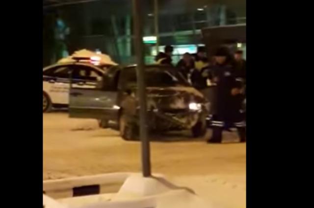 Нетрезвый наВАЗ-2115 протаранил зал ожидания аэропорта вКазани— Шокирующее видео