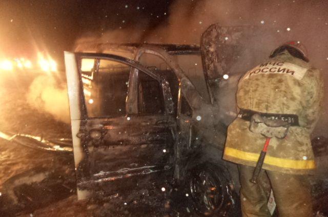 Огонь навсе 100% уничтожил Mercedes вЩекинском районе