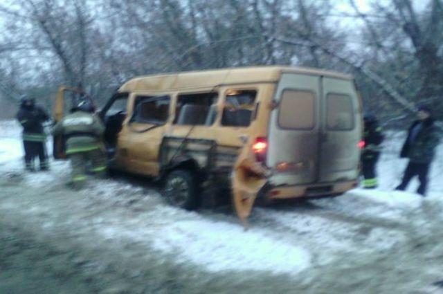 ВНовомосковске столкнулись маршрутка и«Камаз»: имеется пострадавший