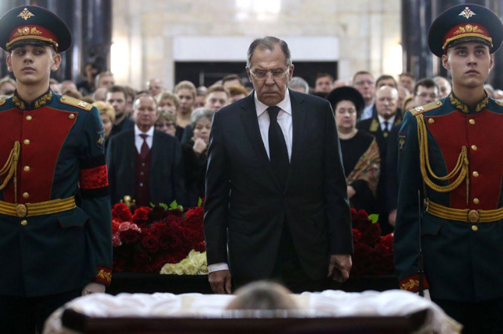 Министр иностранных дел РФ Сергей Лавров на церемонии прощания с послом России в Турции Андреем Карловым.