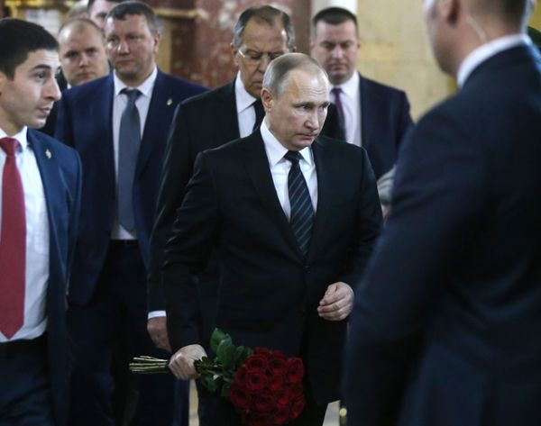 Президент РФ Владимир Путин на церемонии прощания с российским послом в Турции Андреем Карловым.
