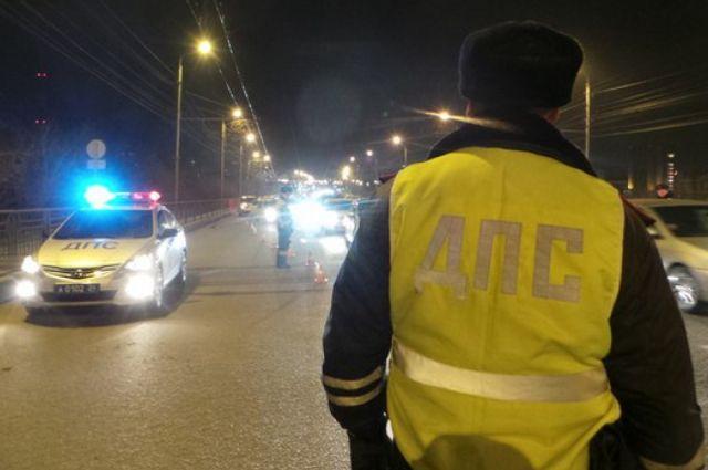 Под Саратовом при столкновении машины страктором пострадали восемь человек