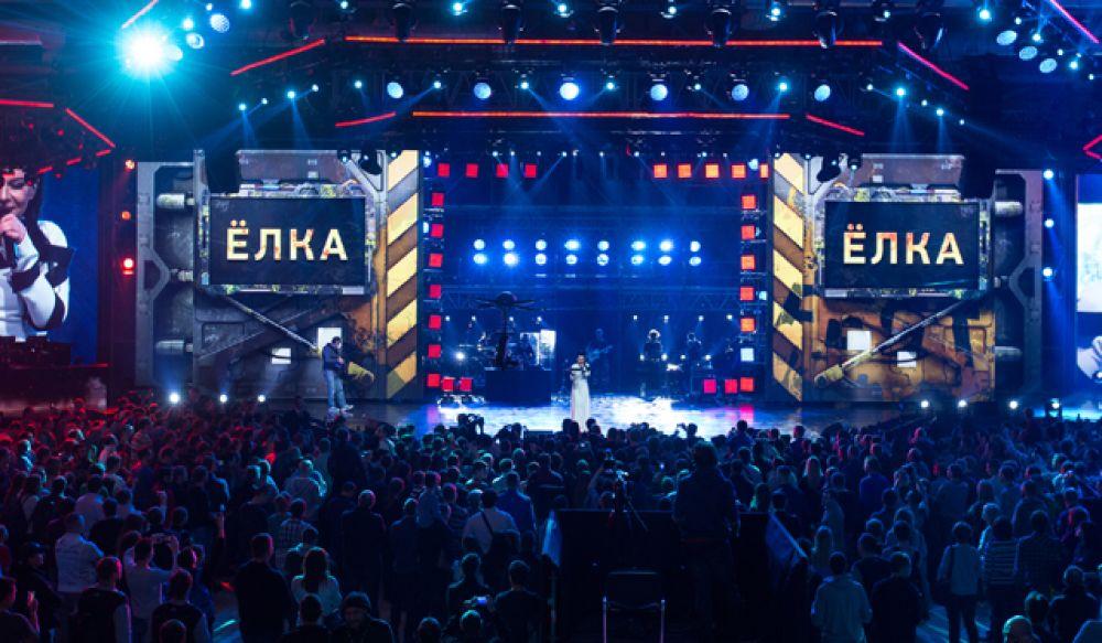 На главной сцене WG Fest исполнили свои лучшие песни группы «Мумий Тролль», «Каста», «Би-2» и певица Ёлка.
