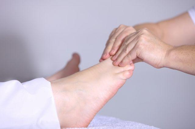 Ухаживать за кожей ног нужно ежедневно.