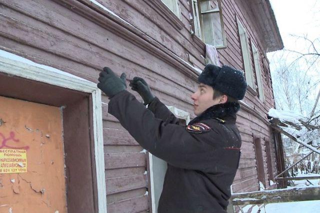 Женщину вгорящем доме наЧернышевского вВологде спас полицейский