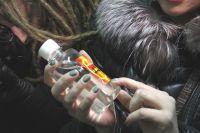 Метиловый спирт, обнаруженный в таких бутылках - смертельный яд.