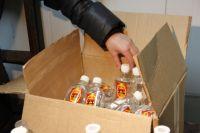 Жидкость, которой массово отравились иркутяне, разлита в стеклянные бутылки объемом 250 литров с красной этикеткой.