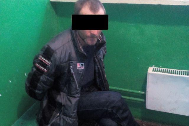 Злоумышленник украл 3 600 рублей и попытался скрыться.