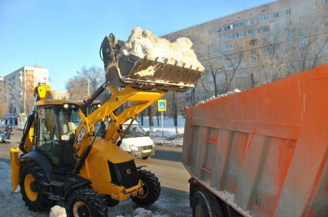 Городская администрация вновь не справляется с уборкой снега в Оренбурге