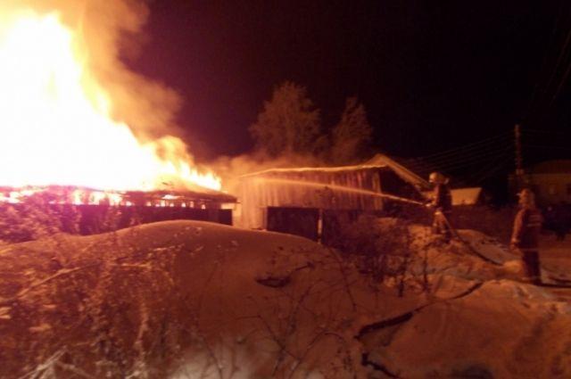 ВУгличском районе огонь уничтожил дом имашину