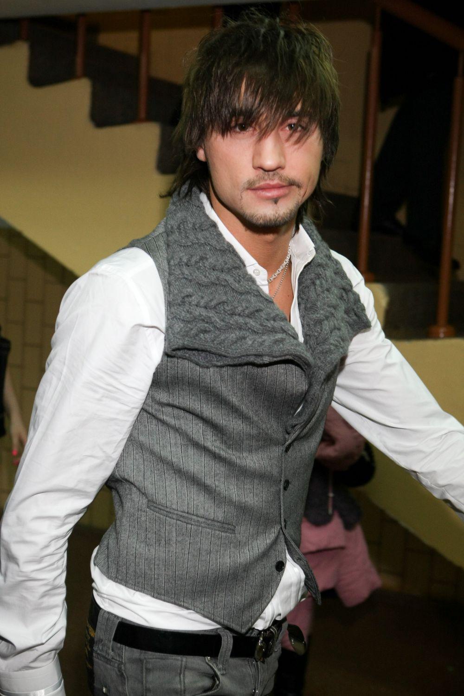 Свое настоящее имя - Виктор Николаевич Белан - артист официально поменял на псевдоним в 2008 году. Имя было выбрано не случайно – Дмитрием звали дедушку певца.