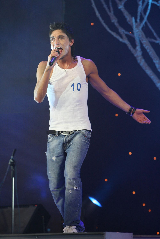 Дима Билан два раза участвовал в музыкальном конкурсе «Евровидение». Первый раз – в 2006 году в Афинах. Тогда музыкант занял второе место с песней Never Let You Go.