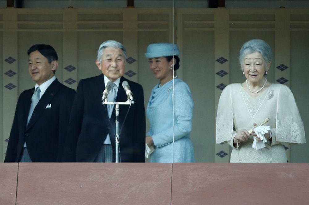 Император Акихито, его супруга Митико, наследный принц Нарухито и кронпринцесса Масако.