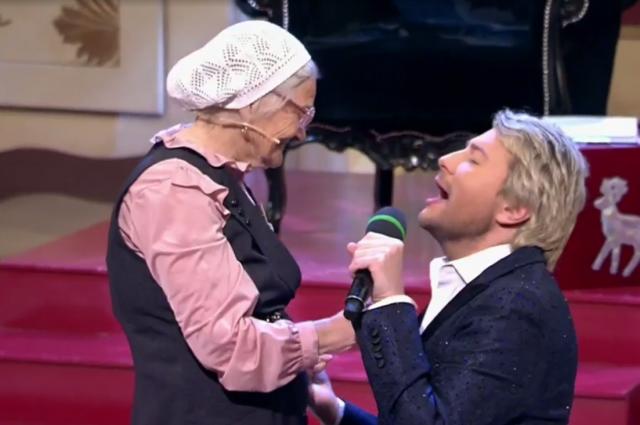 Николай Басков исполнил для бабы Лены песню «Я подарю тебе любовь».