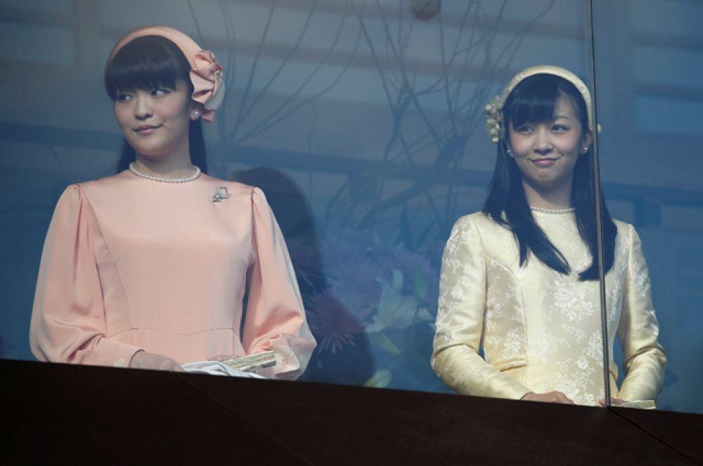 Принцессы Мако и Како, дочери принца Акисино и его жены, принцессы Кико.