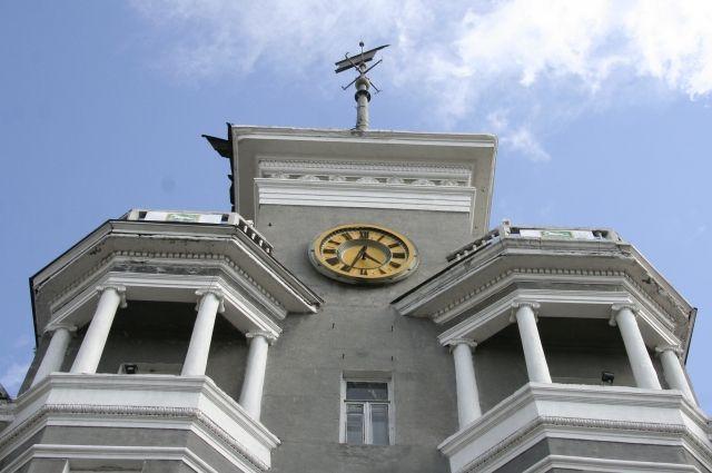 Часы появились в башенке 25 декабря 1999 года.