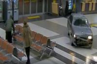 Водитель устроил погром в аэропорту.
