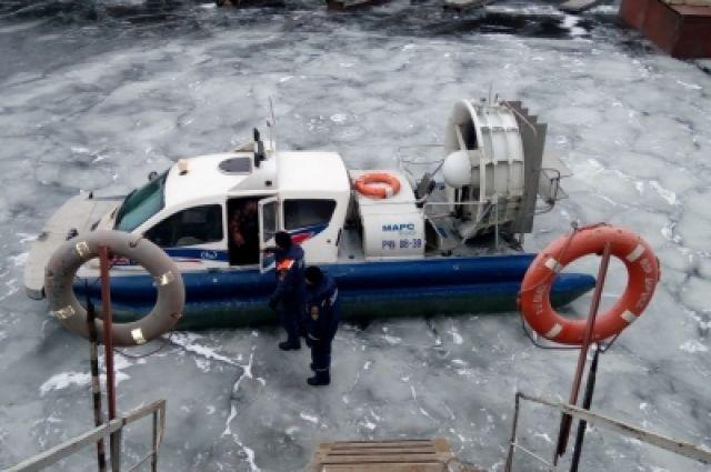 Аэробот позволяет спасателям быстро передигаться по замерзшим озерам и рекам