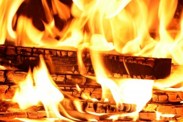 Натракторном заводе вВолгограде сгорел заброшенный цех