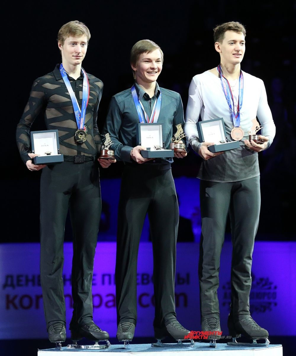 Победители в мужском одиночном катании Михаил Коляда,Александр Самарин,Максим Ковтун