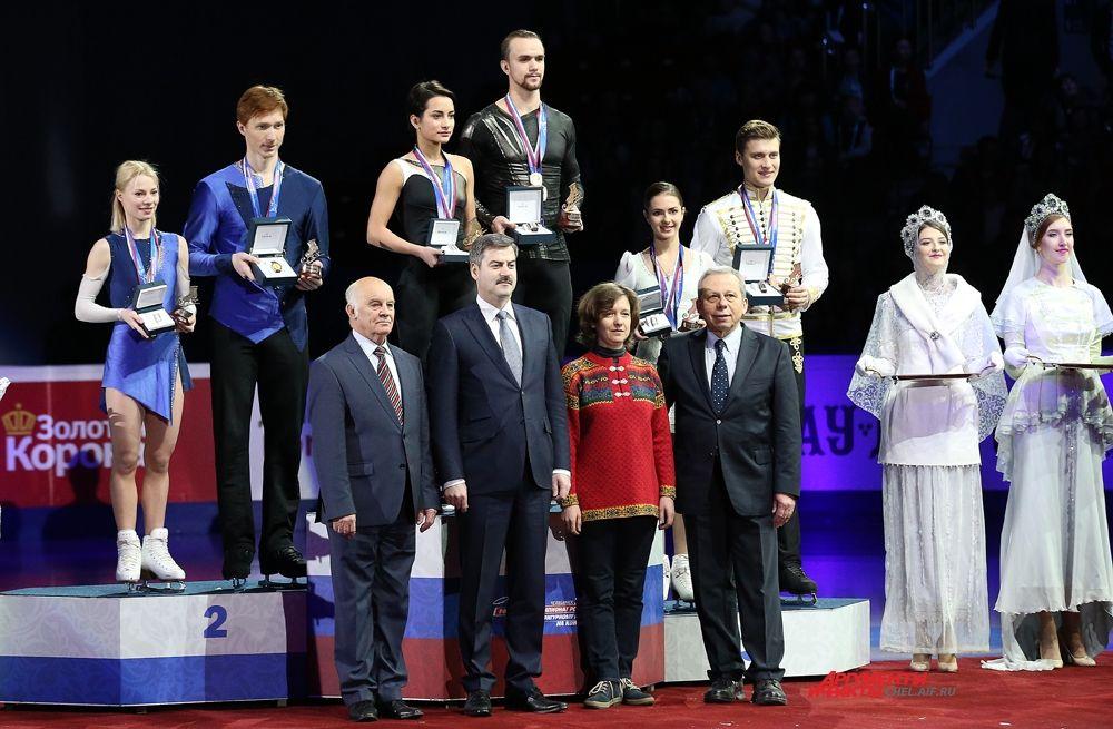 Победители в парном катании Е.Тарасова и В.Морозов, К.Столбова и Ф.Климов, Н.Забияко и А.Энберт