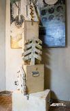Ёлка для поздравлений и желаний. «Написал, в трубочку скрутил, вставил», -  такую инструкцию к новогоднему дереву дают авторы Станислав Азаров и Митя Зимин.