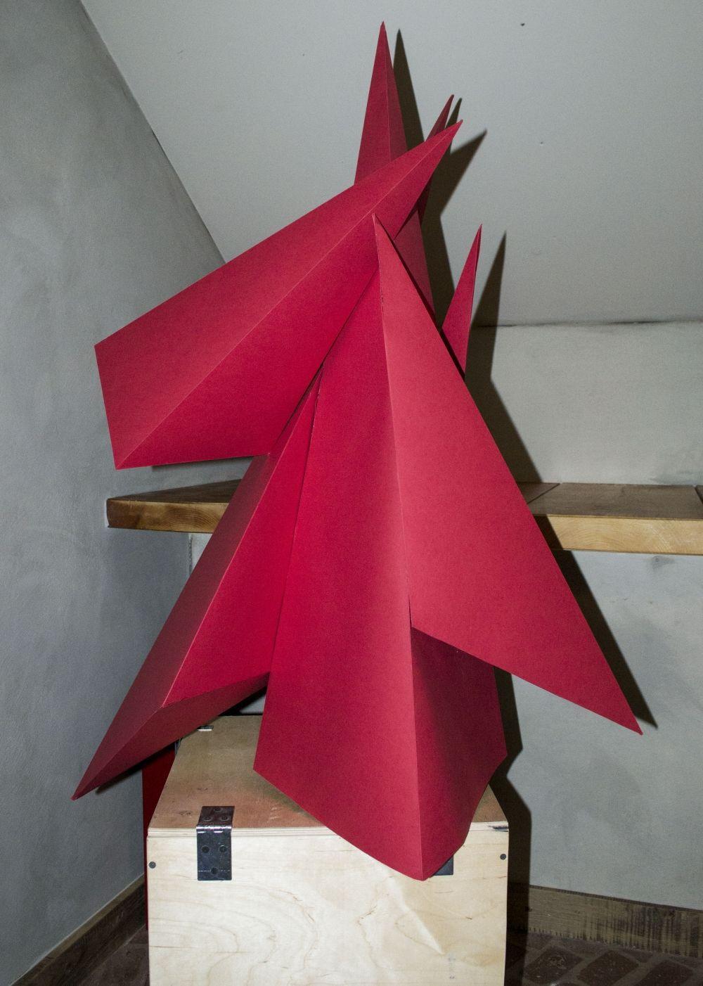 Ёлка «Полигонал» из бумаги от известного волгоградского дизайнера Александры Матохиной.