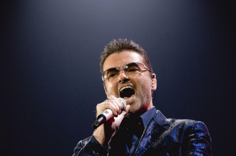 25 декабря на 54-м году жизни скончался популярный британский певец и музыкант Джордж Майкл.