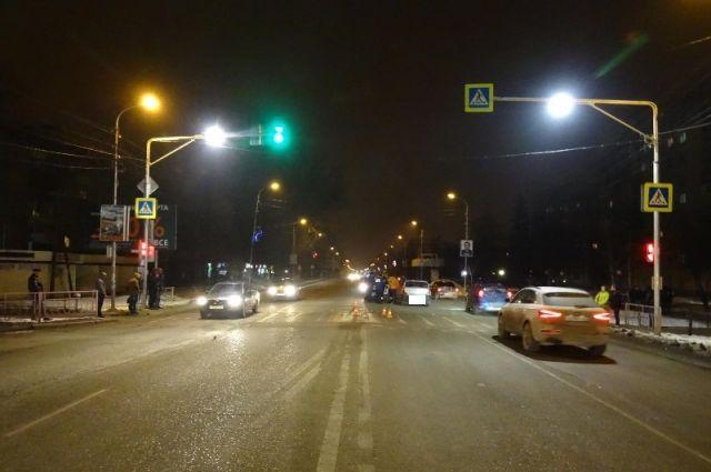 Гражданин Ставрополя вГеоргиевске сбил молодого человека перебегавшего накрасный свет