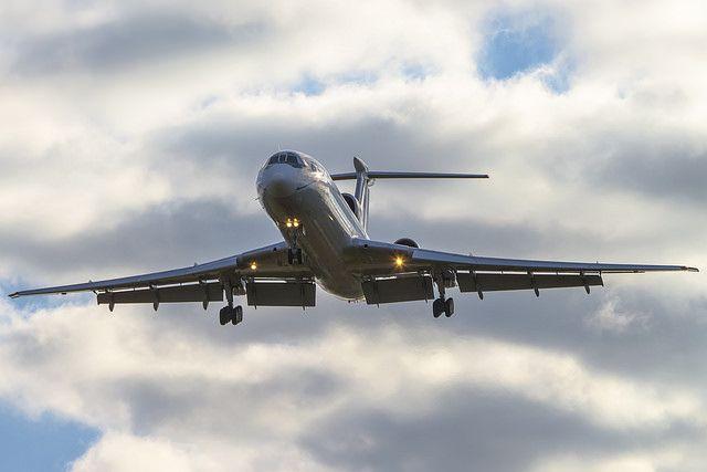 Самолет Ту-154, взлетевший с аэродрома в Адлере, исчез с радаров в воскресенье утром
