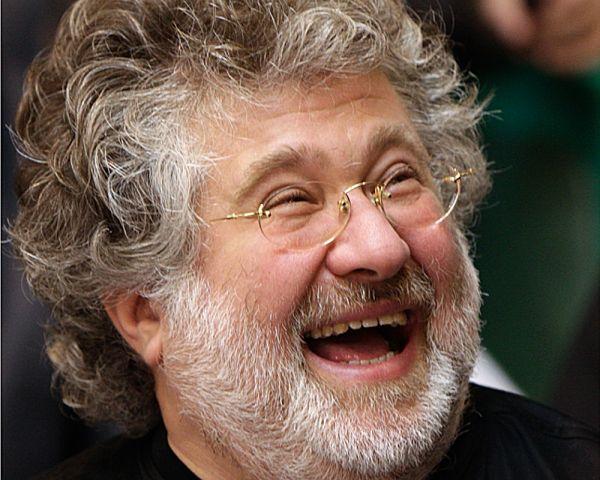 Ну а это выражение лица обычно бывает у тех, у кого в жизни все получилось. Игорь Коломойский, бывший председатель Днепровской ОГА показывает на фото, что смех может скрыть даже самые сильные разочарования