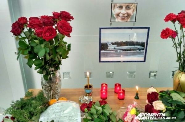 В аэропорту Сочи из подручных вещей сделали мемориал памяти Елизаветы Глинки, более известной как доктор Лиза.