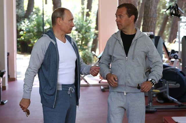 СМИ узнали опланах В. Путина иМедведева наНовый год