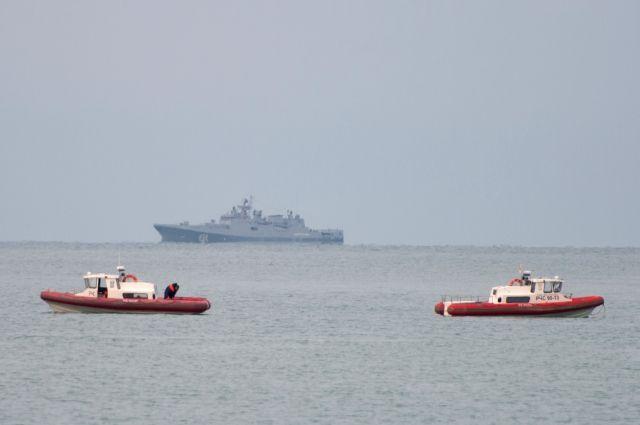 Поисковые отряды подняли наповерхность часть фюзеляжа рухнувшего Ту-154