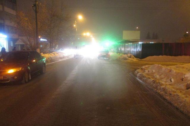 В Соль-Илецке автомобиль «ВАЗ» сбил 16-летнюю девушку