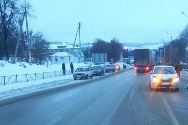 В Оренбурге на Объездной дороге из-за массовых ДТП затруднено движение