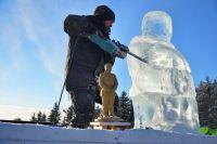 Ледяные фигуры появились в Советском округе Омска.