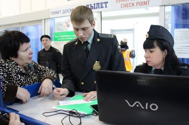 Для всех улетающих на отдых будет организована работа мобильных пунктов службы судебных приставов в аэропорту Емельяново.